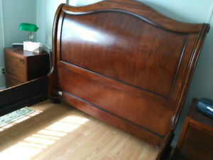 **Beautiful Queen Size Sleigh Bed**