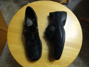 Women's Casual Leather Shoes - Size 7 - Good Condition