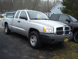 2005 Dodge Dakota SL Pickup Truck