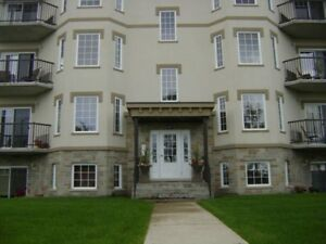 Beautiful 2 bed Gatineau condo 10min from downtown Ottawa Nov 1