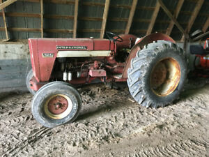 IH 624 Tractor