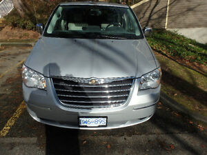2008 Chrysler Town & Country sport Minivan, Van