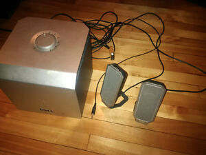 Computer speakers with subwoofer - Dell - barely used