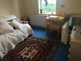 A fully self contained split level studio flat to offer. (Ref: 12184FRF6)