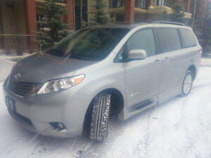 2013 Toyota Sienna XLE BraunAbility - Like-new & Low KM!