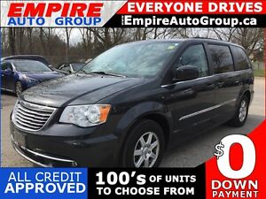 2012 CHRYSLER TOWN AND COUNTRY TOURING * SUNROOF * NAV * REAR CA