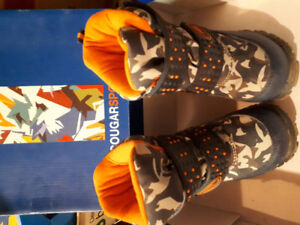 Toddler's Cougar boots size 6