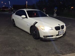 2009 BMW 335i Coupe ( White on red) MINT CONDITION Windsor Region Ontario image 3