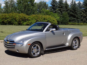 2006 Chevrolet SSR Convertible Hardtop - Only 25, 560Km