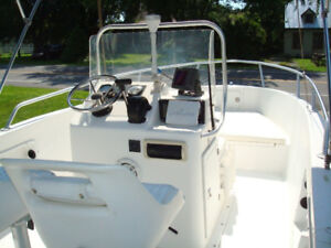 CENTRE CONSOLE 2004 18 Ft OUTBOARD COMME NEUF!