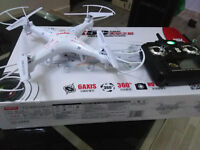 ★BRAND NEW DRONE QUADCOPTER WITH LIGHTS/CAM★