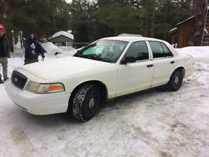 2005 Ford Crown Victoria Police package p71 Sedan