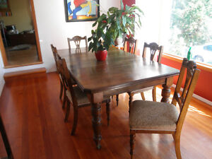 Edwardian solid oak table with 2 leaves, 6 chairs