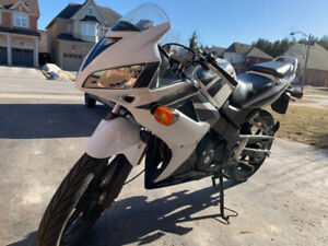 2008 CBR 125R Motorcycle / Super Low 4300KM / New Tire / $2100