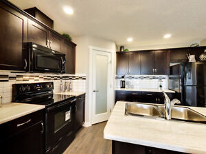 *NEW* Skyview Townhomes 2 Car Garage Attached