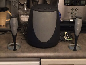 HARMAN KARDON TEAR DROP SPEAKERS