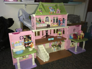 """Fischer Price """"Loving Family"""" Grand Dollhouse & accessories"""