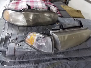 1998 Subaru Legacy Headlights One piece with flasher West Island Greater Montréal image 1