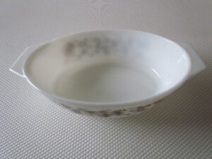 Vintage Pyrex Casserole Bowl And Cover For Sale Cornwall Ontario image 3