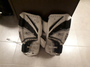 25inch youth goalie pads 50$