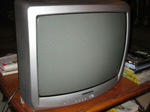 """Excellent 20"""" Electrohome Tube TV with Remote"""
