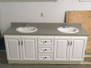 "Quality 72 "" bathroom vanity c / w sink and faucets"