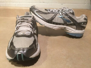 Women's Brooks Glycerin GTS GO 2 Series Running Shoes Size 11 London Ontario image 1