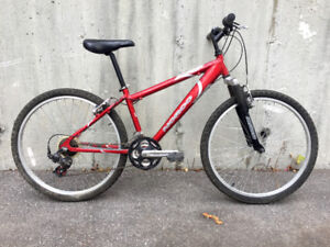 Bright red aluminum Norco hardtail MTB/city commuter MINT