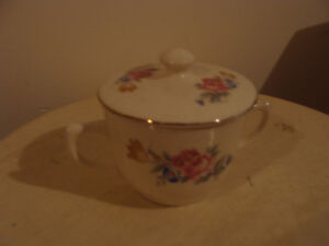 beau sucrier en porcelaine
