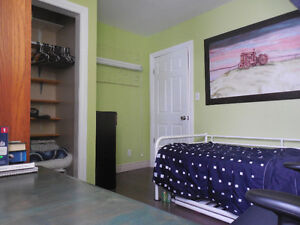ROOMS available in Immediately Kawartha Lakes Peterborough Area image 2