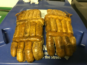 VINTAGE 1950s ALL LEATHER ADULT HOCKEY GLOVES 15 INCHES LONG