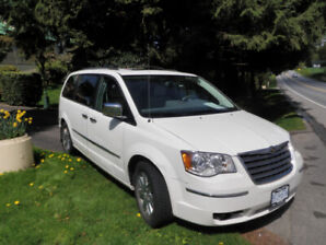 2010 Chrysler Town and Country Full Load 1 Owner Mint Condition