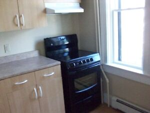 Ground floor 2 room studio in downtown Liverpool available now