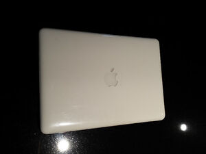 MacBook 13-inch Mid 2010 White Clamshell