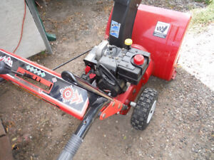 SNOWBLOWER - CANADIAN TIRE  24 IN. - 5 H.P.
