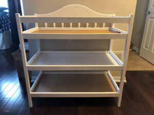 $70 Used White diaper change station with Diaper change set