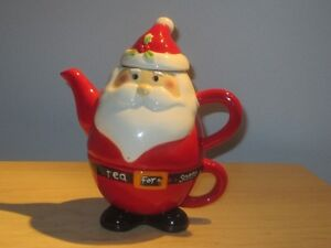 CUTE SANTA TEAPOT AND CUP
