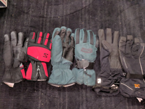 3 pairs of snow gloves $15