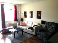 Luxury 3 1/2 Condo at Down Town (Bell Center)! Must SEE!!!