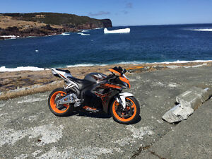 ******2012 cbr600rr limited eddition like new only 4000km***
