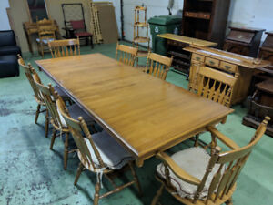 Antique Retractable Wooden Dining Room Set with 10 Chairs