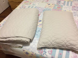 Quilt & 2 pillow shams London Ontario image 1