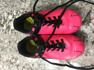 Like New Size 10 Girls pink soccer cleats
