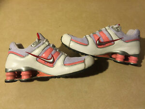 Youth Nike Shox Running Shoes Size 5Y London Ontario image 4