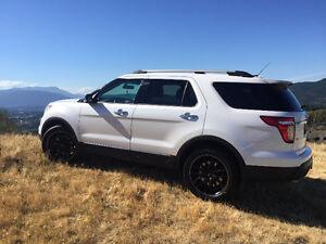 2014 Ford Explorer XLT SUV, Crossover