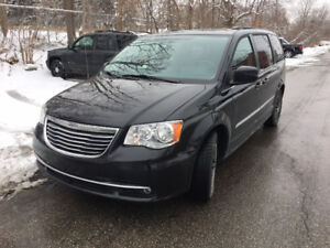 2015 Chrysler Town & Country Touring/Dual DVD
