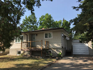 Main floor house to rent. College ave east  Regina Sk