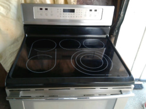 LIKE NEW FRIGIDAIRE PROFESSIONAL STAINLESS STEEL STOVE