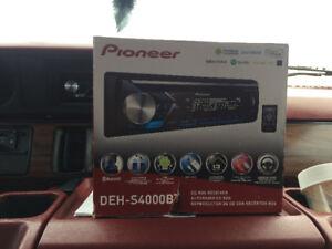 bluetooth pioneer car radio DEH-S400BT,  like new