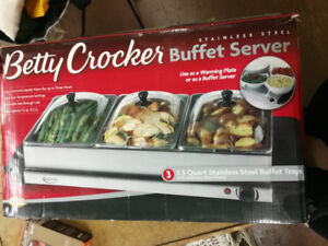 Betty Crocker Buffet Server in Original Box (food warmer)